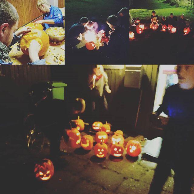 """<a target=""""_blank"""" href=""""https://instagram.com/mrorup/""""><b>mrorup</b></a> Flotte græskar  #pumpkins #scary #halloween #fdfo11 #fdfoplevelser #ståsted"""