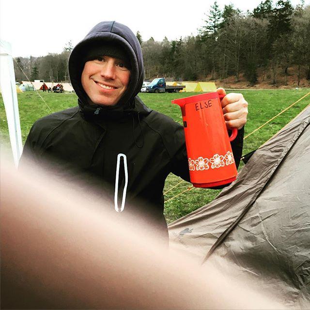 """<a target=""""_blank"""" href=""""https://instagram.com/fdfarnborg/""""><b>fdfarnborg</b></a> Trofaste ELSE er med og overlevede stormen #FDFLL #ståsted #sletten #scout #fdfarnborg"""