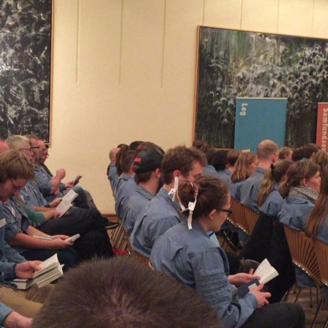 """<a target=""""_blank"""" href=""""https://instagram.com/fdfoplevelser/""""><b>fdfoplevelser</b></a> #FDFoplevelser på Midtvejsdebatten på Silkeborg højskole #herfikvilovatvære #sh #silkeborghojskole #shlive #marchoglejr #ståsted #midtvejsdebat"""