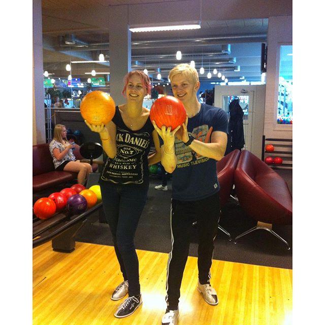 """<a target=""""_blank"""" href=""""https://instagram.com/grabows111/""""><b>grabows111</b></a> Bowler hele dagen! #fdf #fdfll #fdfoplevelser #ståsted #seniorcity #orange #hemmelig #bowlnfun #bowlnfunskive"""