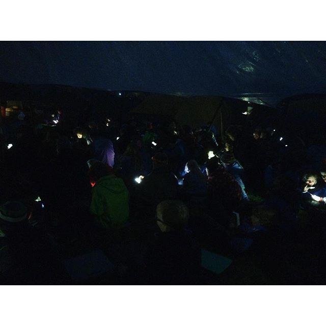 """<a target=""""_blank"""" href=""""https://instagram.com/mallepedersen/""""><b>mallepedersen</b></a> Fortræning i fniset. Bliver fedt til landslejr, hvor der skal leges løs ! #legløs #fdflandslejr #fdfll #landslejr #fdfdk #fniset #outdoorlife #ståsted #nærvær #mobil #lejrbål #camp #singing #sang"""