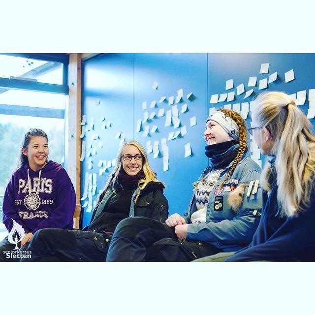 """<a target=""""_blank"""" href=""""https://instagram.com/lineharpsoe/""""><b>lineharpsoe</b></a> I det her vintervejr, drømmer jeg mig tilbage til SKS, og disse skønne damer️ #fdfsks #fdfoplevelser #orangeri_sks #savnerjegpiger #uffeersej #savnersletten #visestilpåske"""