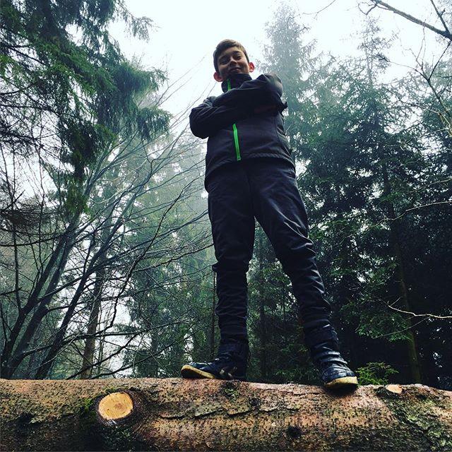 """<a target=""""_blank"""" href=""""https://instagram.com/fdfarnborg/""""><b>fdfarnborg</b></a> #fdfarnborg #scout #sletten #ståsted #fdf #eneboerenshule"""