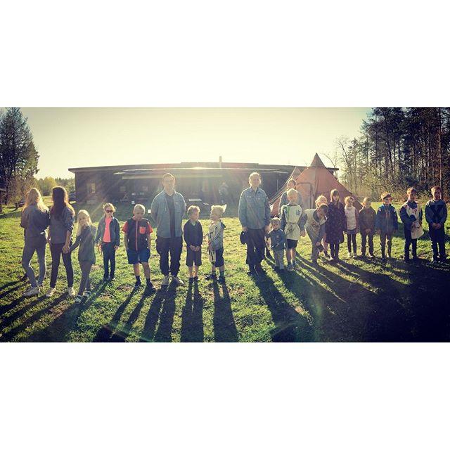 """<a target=""""_blank"""" href=""""https://instagram.com/fdfarnborg/""""><b>fdfarnborg</b></a> Så er der flaghejsning #ståsted #fdfarnborg #FDF #scout #sommerlejr"""