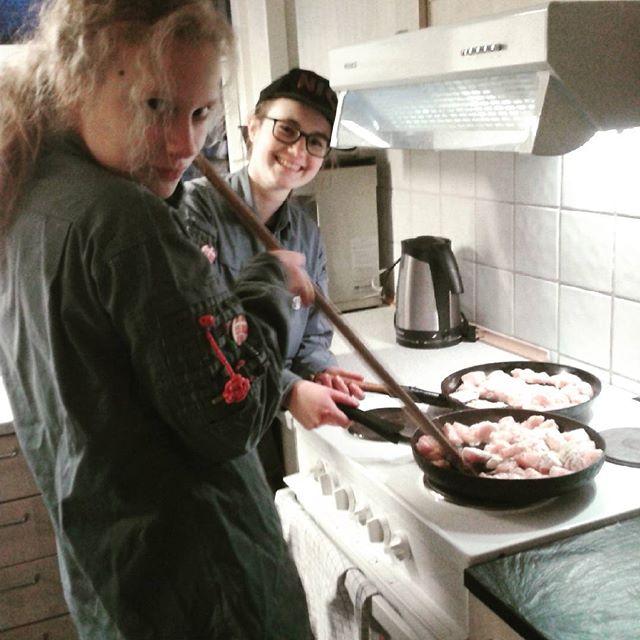 """<a target=""""_blank"""" href=""""https://instagram.com/fdfsilkeborg1/""""><b>fdfsilkeborg1</b></a> Senior møde #2  Det bliver lavet nachos og kylling!  #silkeborg #fdf #ståsted #fdfsilkeborg1 #nachos #fdfoplevelser #yay"""